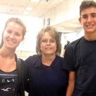 Adele Justice with the new foreign exchange students Laure Anne Bya and Diego Menendez.